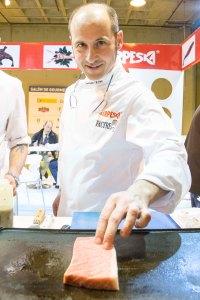 El chef Joaquín Felipe en el stand de Serpeska en el Salón de Gourmets 2014